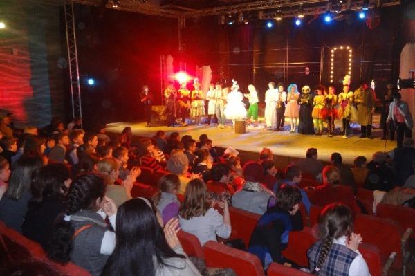 Премьеру спектакля для детей организовал член Партии